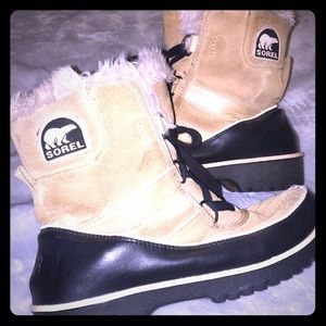 Sorel Womens snow boots size 7.5 great condition